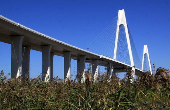 Construction of Waterproof Layer of Liaohe River Bridge
